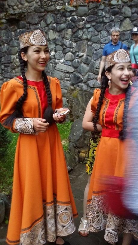 армянские девочки.jpg