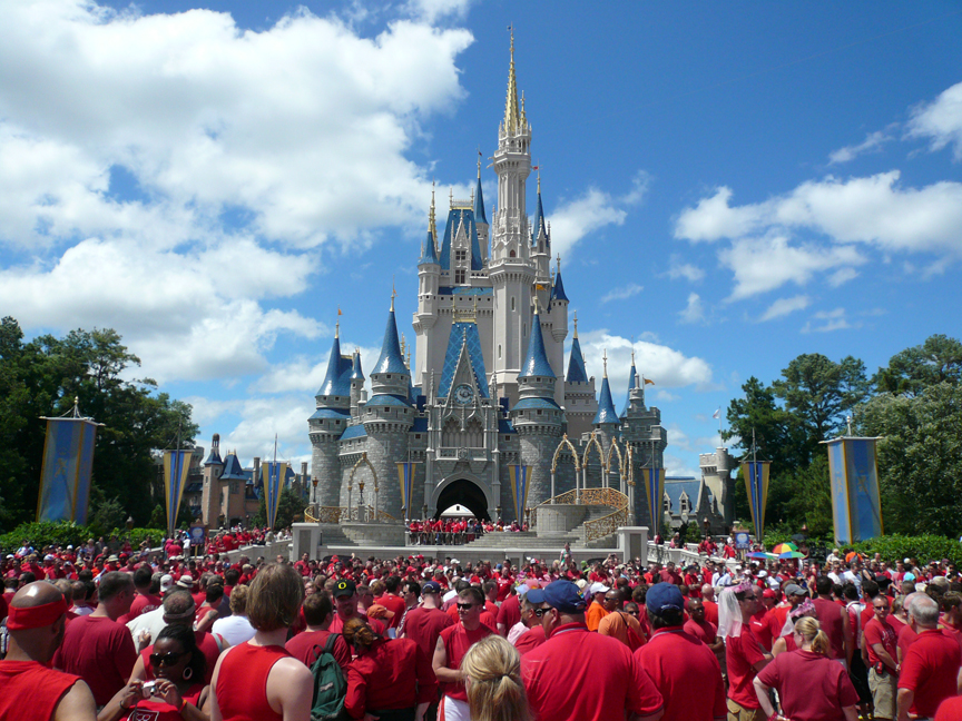Cinderella_Castle_at_Magic_Kingdom_-_Gay_Day_-_2007.jpg